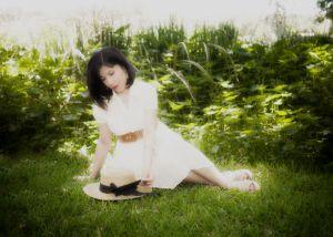 noemi_lyingongrasshat_blog