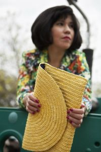 Noemi_yellowbag